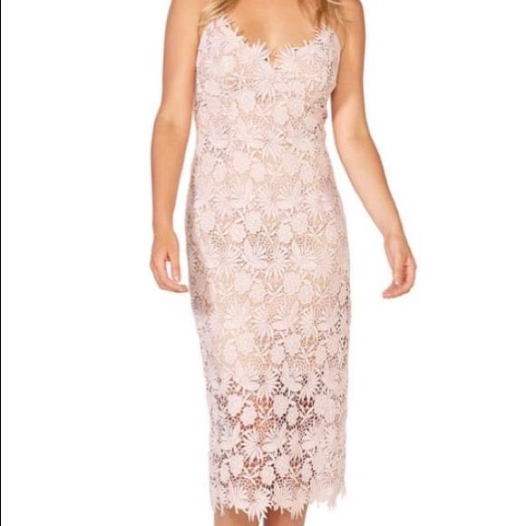 Dresses & Skirts - Light pink midi blooming dress
